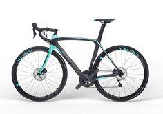Bianchi realiza el anuncio de su nueva bicicleta para carretera aero Oltre XR3 Disc. Una bicicleta para carreras aero que busca aprovechar la máxima eficiencia de los frenos de disco. Conoce más detalles aquí.