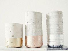 Un tutoriel original qui vous permettra de créer de jolis bougeoirs en ciment pour une déco de Noël exceptionnelle !