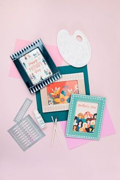 Make something meaningful this Mother's day with these DIY stenciled frames. So simple to make and perfect for holding any memory or keepsake. Homemade Mothers Day Gifts, Mothers Day Crafts, Mother Day Gifts, Diy Arts And Crafts, Fun Crafts, Diy Throw Pillows, Martha Stewart Crafts, Mother's Day Diy, Craft Projects For Kids
