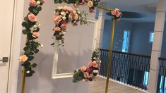 DIY- Wedding Photo Booth Diy- Frame Backdrop Great backdrops for pictures at your party. Diy Wedding Photo Booth, Diy Wedding Backdrop, Wedding Stage Decorations, Diy Backdrop, Backdrop Decorations, Diy Wedding Decorations, Wedding Centerpieces, Decor Wedding, Wedding Photos
