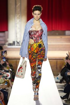 Learn more about the latest Vivienne Westwood catwalks. Rose Mcgowan, Westminster, Vivienne Westwood, Fashion Week, Runway Fashion, London Fashion, Catwalk Collection, British Style, New Wave