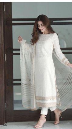Party Wear Indian Dresses, Pakistani Fashion Party Wear, Designer Party Wear Dresses, Kurti Designs Party Wear, Dress Indian Style, Indian Fashion Dresses, Indian Designer Outfits, Indian Dresses For Women, Stylish Dresses For Girls