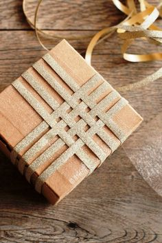 Top 10 Beautiful DIY Brown Paper Wrapping Ideas; http://www.thesweetestoccasion.com/2012/11/sparkly-diy-gift-wrap/