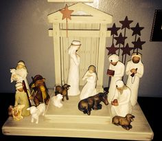 Willow tree! This is the nativity set that I would want.