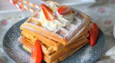 Recette De Beignet Express Facile · Aux délices du palais Puff Pancake, Pancake Muffins, Martha Stewart, Recipe Images, Churros, Crepes, Biscuits, Waffles, Deserts