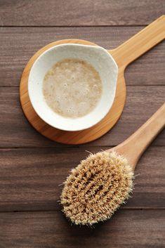 DIY Exfoliating Oatmeal Body Scrub