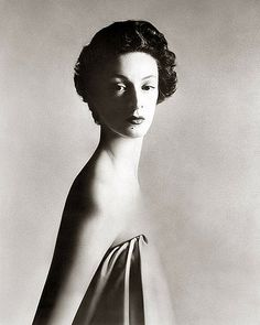 Bid now on Marella Agnelli, New York Studio, December by Richard Avedon. View a wide Variety of artworks by Richard Avedon, now available for sale on artnet Auctions. Richard Avedon Portraits, Richard Avedon Photography, Boudoir Photography, White Photography, Fashion Photography, Photography Books, Glamour Photography, Lifestyle Photography, Editorial Photography