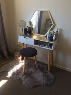 Make-up dressoir - tafel slaapkamer Make-up dressoir Girl Room, Girls Bedroom, Bedroom Decor, Bedroom Ideas, Bedrooms, Kmart Home, Kmart Decor, Beauty Room, My New Room