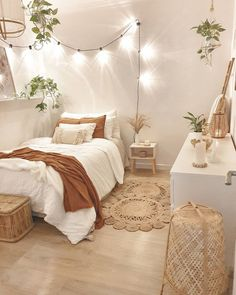 Bedroom Decor: Are You Currently Generating These Home Furniture Faults? Small Room Bedroom, Home Decor Bedroom, Bedroom Inspo, Diy Bedroom, Bedroom Furniture, Boho Teen Bedroom, Bohemian Bedroom Decor, Cozy Small Bedrooms, Bed Room