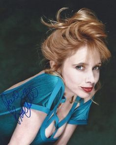 American actress Rosanna Arquette in front of a green studio backgorund, April Facial Bones, Terry O Neill, Patricia Arquette, In Hollywood, American Actress, Comedians, Redheads, Short Hair Styles