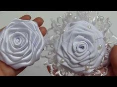 Maria Garcia shared a video Ribbon Art, Ribbon Hair Bows, Diy Ribbon, Fabric Ribbon, Ribbon Crafts, Flower Crafts, Fabric Crafts, Ribbon Rose, Easy Fabric Flowers