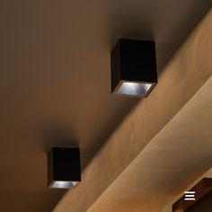 O portfólio Stella agora conta também com os plafons Square Out, versões de sobrepor que ampliam a linha Square! Neste espaço feito pela arquiteta Jaqueline Ely Lauffer, o produto foi escolhido como iluminação de apoio no bar, um ambiente complementar ao living e à cozinha da residência. Sua estética harmoniza com a proposta contemporânea do local. Produto Stella no projeto: Square Out MR16 | Plafon de Sobrepor Recuado Direcionável | STH20915PTO Foto: R P D O I S Imagens Wall Lights, Lighting, Instagram, Home Decor, Ship Lap, Line, The One, Proposal, Products