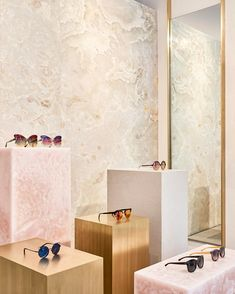 Studio Giancarlo Valle Designs Linda Farrow's First US Store in SoHo, New York City Yellowtrace Retail Interior Design, Retail Store Design, Interior And Exterior, Retail Stores, Visual Merchandising, Bergdorf Goodman, Luxury Store, Pop Up, Retail Space