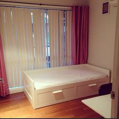 Small bedroom, brimnes bed