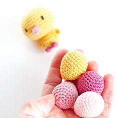 DIY crochet de Pâques : «T'as de beaux oeufs tu sais ! « – Vivyane, du bout des doigts