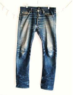 Worn in indigo denim Raw Denim, Denim Jeans Men, Blue Jeans, Nudie Jeans, Blog Art, Denim Fashion, Fashion Menswear, Retro Fashion, Luxury Dress