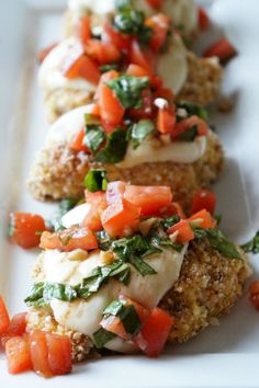 Bruschetta Chicken | tomatoboots.co | #basil #fresh #mozzarella