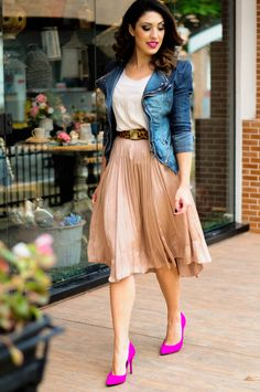 Look saia midi, Look jaqueta jeans, Look scarpin pink