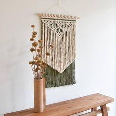 Macrame Wall Hanging Patterns, Macrame Patterns, Knots Guide, Earth Day Crafts, Macrame Design, Macrame Art, Dyi Crafts, Creative Crafts, Hanging Pictures