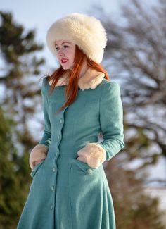 Collectif Princess coat in green Fashion Corner, World Of Fashion, Modest Fashion, Fashion Outfits, Womens Fashion, Vintage Outfits, Vintage Fashion, Cute Coats, Cool Style