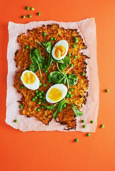 Pellillä paistetusta porkkanaröstistä riittää koko porukalle! Tarjoa brunssilla tai kasvisruokana.