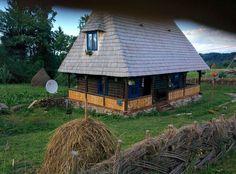 Casa din Vale Breb - Kleine Häuser zur Miete in Breb, Județul Maramureș, Rumänien Transylvania Romania, Wooden House, Old Houses, Restoration, Cabin, Traditional, House Styles, Room, Home Decor