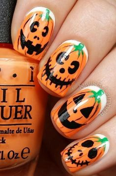 Great for Halloween. Are you looking for easy Halloween nail art designs for October for Halloween party? See our collection full of easy Halloween nail art designs ideas and get inspired! Yeux Halloween, Halloween Kunst, Cute Halloween Nails, Halloween Nail Designs, Easy Halloween, Halloween Costumes, Halloween Horror, Halloween Pumpkins, Halloween Makeup