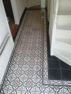 Your hallway should be able to deal with numerous tasks. He too will be no exception, with plenty of choice to showcase your own personal style and cr… Home & Apartment Ideas for best int… Victorian Hallway Tiles, Tiled Hallway, Entry Hallway, Hallway Ideas, Entryway Flooring, Small Foyers, Small Hallways, Hallway Decorating, Sofa Design