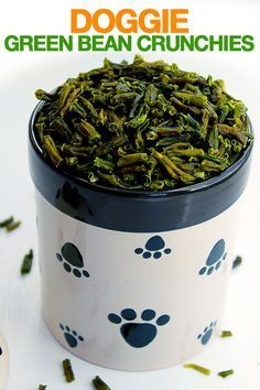 Doggie Green Bean Crunchies are Healthy Dog Treats made with Two Superfood Ingredients. These yummy treats are low in calories and high in antioxidants. Your dog will love the crunch! #dogtreats #dogdiy
