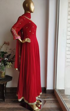 Pakistani Dress Design, Pakistani Dresses, Indian Dresses, Indian Look, Indian Ethnic Wear, 1920s Dress, Flapper Dresses, Anarkali Suits, Anarkali Dress