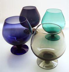 Brandy snifters by Finnish glass designer Saara Hopea Glass Design, Design Art, Mc Mods, Alvar Aalto, Inside Design, Glass Ceramic, Kitchen Cupboards, Scandinavian Design, Finland