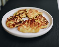 I have a super easy recipe for oat and banana pancakes to help you start the wee Banana Oat Pancakes, Banana Oats, Easy Diets, Cooking Together, Fun Cooking, Super Easy, Easy Meals, Nutrition, Yummy Food