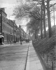 1936,De Oostzeedijk-Beneden met op de achtergond de Sint-Lambertuskerk
