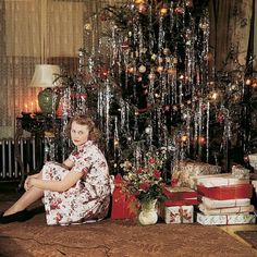 vintage christmas Vintage image of woman posing in front of Christmas tree, circa Vintage Party, Vintage Christmas Party, Retro Christmas Tree, Retro Christmas Decorations, Vintage Christmas Photos, Christmas Scenes, Christmas Past, Vintage Holiday, Christmas Pictures