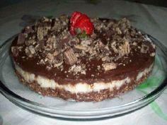 A Torta de Bis com Mousse de Chocolate é fácil de fazer e deliciosa. Faça a torta de bis para a sobremesa da sua família. Será um sucesso!