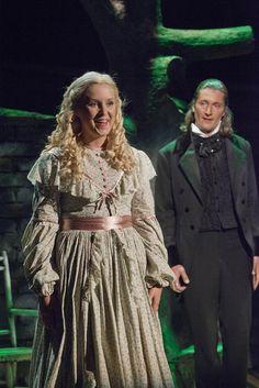 Les Misérables, Tampereen Teatteri: Sarah Nedergård (Cosette), Tomi Metsäketo (Marius). Photo: Harri Hinkka