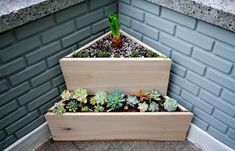 Newest Absolutely Free corner Garden Boxes Tips Traditional gardens are wonderful, but there will be something to generally be said for raised bed g Balcony Planters, Rustic Planters, Wooden Planter Boxes, Window Planters, Outdoor Planters, Wooden Garden Planters, Houten Planter, Wooden Flower Boxes, Tiered Planter