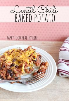 Lentil Chili Baked Potato. An easy vegetarian meal that will satisfy your vegetarians and meat-eaters alike // www.happyfoodhealthylife.com