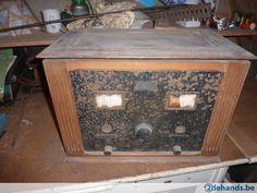 2 oude radio's te koop .