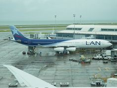 LAN Chile A340, Auckland International Airport, 2012, image via flickr Concorde, Lan Chile, Lan Airlines, National Airlines, Private Plane, Classic Image, British Airways, Air Travel, Travel Information