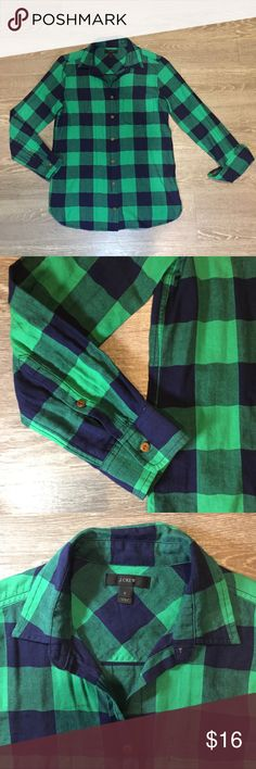 "J.CREW Boyfriend Button Down in Buffalo Check - Condition: Good, no visible signs of wear - Size: 0 - Color: ""Hammock Green"" - a bright green and navy with brown buttons - A J.Crew staple featuring a boyfriend-inspired fit that's tailored especially for women, this one boasts a cozy blue-and-navy buffalo check pattern - 99% Cotton, 1% Elastane  -Machine Washable J. Crew Tops Button Down Shirts"