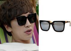 "Lee Kwang-Soo 이광수 in ""It's Okay, That's Love"" Episode 11.  Lash WAIT C.401 Sunglasses #Kdrama #ItsOkayThatsLove 괜찮아, 사랑이야 #LeeKwangSoo"