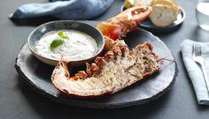 Det er få ting som skaper mer feststemning enn hummer. Inviter til selskap og server hummer naturell med loff, sitron og en syrlig en dressing av crème fraîchetil.