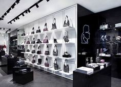 Karl-Lagerfeld-is-plans-to-launch-his-first-flagship-store-in-UK