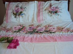 Jogo lençol casal ALGODÃO * 180 fios                                                                                                                                                     Mais Beautiful Pink Roses, Pretty In Pink, Chinese Painting Flowers, Bed Styling, Step By Step Drawing, Fabric Painting, Bed Spreads, Bedding Sets, Cross Stitch
