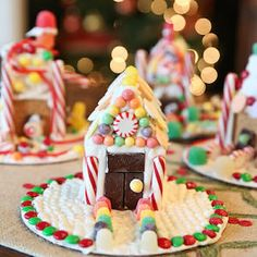 100 Best Gingerbread House Ideas Graham Cracker Gingerbread House, Gingerbread House Parties, Christmas Gingerbread House, Merry Christmas, Christmas Treats, Christmas Baking, Christmas Cookies, Xmas, Gingerbread Decorations
