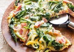 ピザみたいだけど小麦粉などは使わず好きな野菜を入れて作れます。卵の黄色に野菜の緑や赤が春らしい彩り!