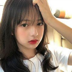 Save= flow me Ulzzang Korean Girl, Cute Korean Girl, Asian Girl, Short Curly Hair, Curly Hair Styles, Teen Clothes Shops, Makeup Korean Style, Uzzlang Girl, Girl Celebrities