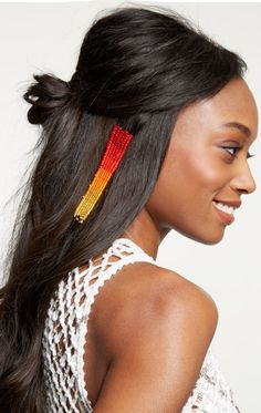 Give your hair a boho touch with this easy festival hair wrap tutorial. Unique Hairstyles, Summer Hairstyles, Hairstyles Haircuts, Thread Hair Wraps, Competition Hair, Natural Hair Styles, Short Hair Styles, New Hair Trends, Dreadlocks