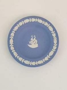 Wedgwood Vintage Blue Jasperware Mayflower 1620-1970 Pin Dish Plate Decor & Antique glassware appraisal | Knowing antique glass value | Antique ...